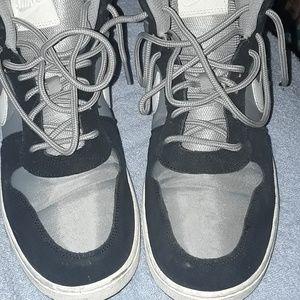 Mens Nike tennis shoes.😊